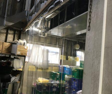 工場内部に透明カーテン